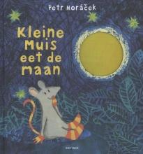 Petr  Horacek Kleine muis eet de maan