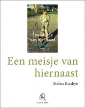 Stefan  Kiesbye Een meisje van hiernaast (grote letter) - POD editie