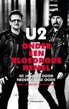 , U2 onder een bloedrode hemel