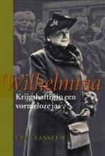Cees Fasseur , Wilhelmina Krijgshaftig in een vormeloze jas