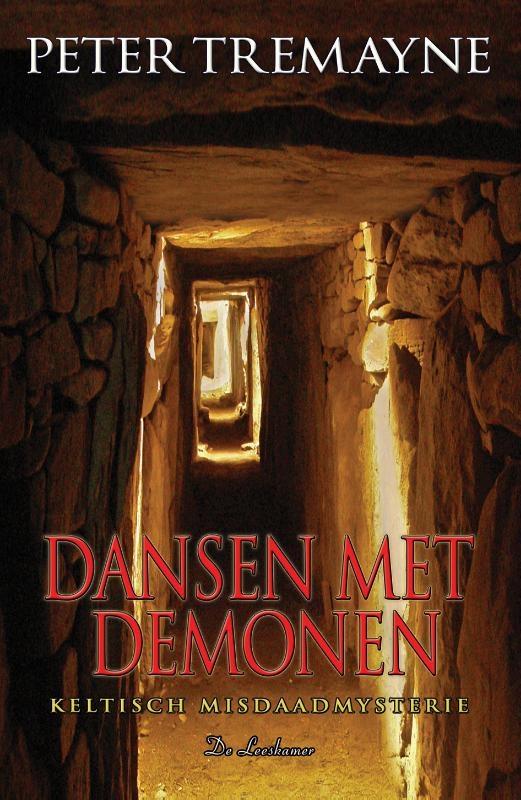 Peter Tremayne,Dansen met demonen