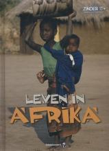 Davidson, Avelyn Leven in Afrika