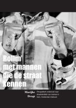 Marijke  Drogt Rollin` met mannen die de straat kennen