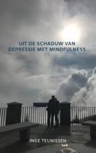 Inge Teunissen , Uit de schaduw van depressie met mindfulness