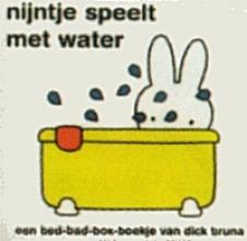 Dick  Bruna Nijntje speelt met water
