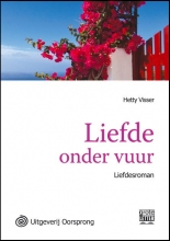 Hetty  Visser Liefde onder vuur - grote letter uitgave