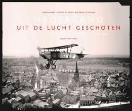 Nederlands Instituut voor Militaire Historie Judith Moortgat, Nederland uit de lucht geschoten