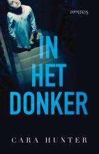 Cara Hunter , In het donker