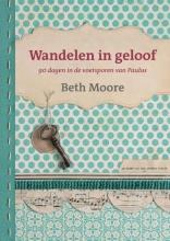 Beth  Moore Wandelen in geloof    Teruggetrokken, probeer bij uitgever.