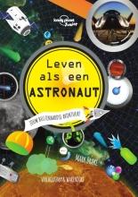 Mark  Brake Leven als een astronaut