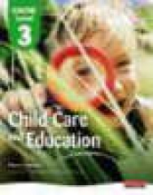 Penny Tassoni,   Kate Beith,   Kath Bulman,   Harriet Eldridge,CACHE Level 3 in Child Care and Education Student Book