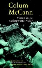 Colum  MacCann Vissen in de nachtzwarte rivier