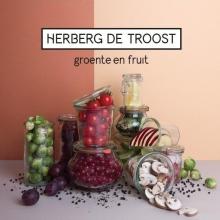Nieuws! Goed nieuws! Heel goed nieuws!   Herberg de Troost bestaat vijf jaar en vieren hun eerste lustrum met kakelverse oogst: een spiksplinternieuwe CD die Groente en Fruit heet. Genieten!