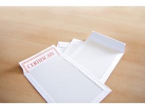 , bordrugenvelop Raadhuis 220x312mm EA4 wit met plakstrip     doos a 100 stuks