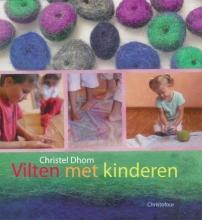 Christel  Dhom Vilten met kinderen