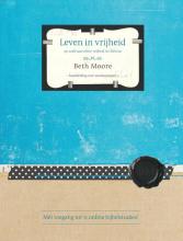 Beth Moore , Leven in vrijheid