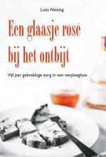 Loes Niesing , Een glaasje rose bij het ontbijt