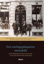 Gert van Klinken Wim Berkelaar  Ab Flipse  Tjeerd de Jong, Een oorlogsplaquette ontrafeld