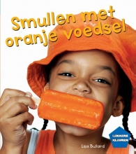 Lisa  Bullard Smullen met oranje voedsel