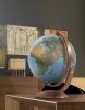 , globe Nova Rico Maximus 37cm  doorsne met houten voet                                     verlichting nederlandstalig