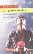 P.  Hsien-Yung Jongens van glas