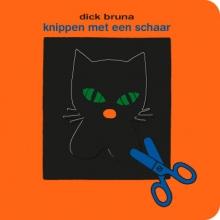 Dick Bruna , knippen met een schaar