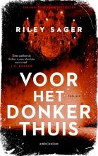 Riley Sager , Voor het donker thuis