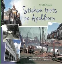 Arnold  Zweers Stiekem trots op Apeldoorn - het naoorlogse verhaal van de stad met het dorpse karakter