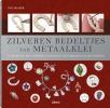 <b>Sue Heaser</b>,Zilveren bedeltjes van metaalklei