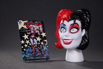 Conner, Amanda Harley Quinn Book And Mask Set