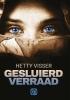 <b>Hetty  Visser</b>,Gesluierd verraad - grote letter uitgave