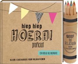 Kleurcadeauboek Hoera met potloodjes in koker