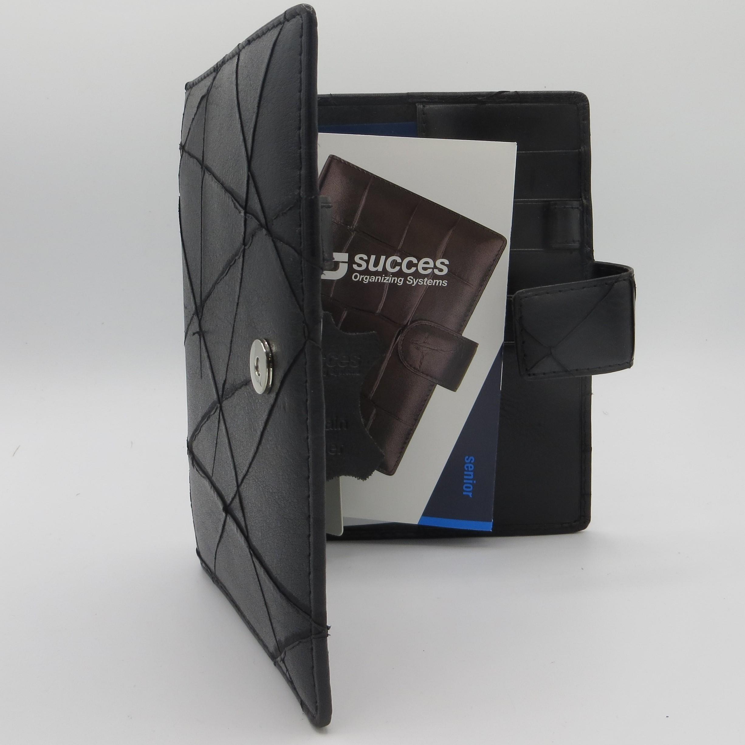 Ps326sc02,Succes agendaomslag senior scratch zwart 25 mm