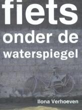Ilona  Verhoeven Fiets onder de waterspiegel