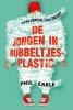 Phil  Earle,De jongen in bubbeltjes-plastic