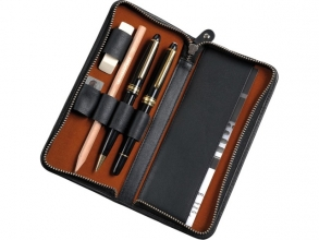 , Pennenetui voor 3 stuks zwart leer met ritssluiting 17,5 x  8 x 2,5 cm.