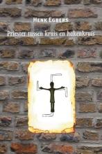 Henk  Egbers Priester tussen kruis en hakenkruis