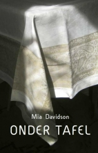 Mia  Davidson Onder tafel
