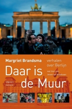 M.  Brandsma Daar is de Muur - Verhalen over Berlijn - Met foto`s van Jeroen van Eijndhoven
