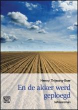 Henny  Thijssing-Boer En de akker werd geploegd - grote letter uitgave